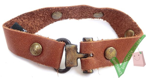 Dimensions Length18.5 cm Width1.3 cm Leather ColorBronze Brown  http://www.ariomart.com/leather-products/unisex/accessories/leather-bracelet-bronze-brown.html