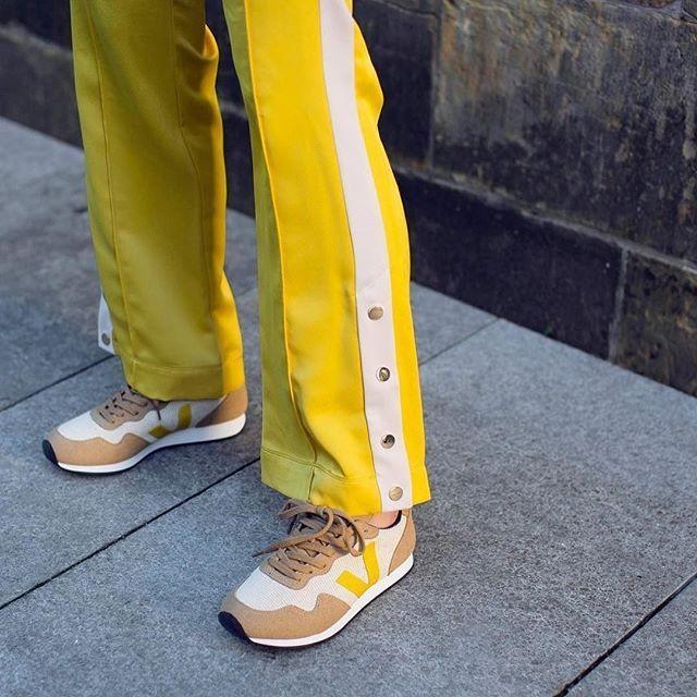 Además Jane Austen para donar  VEGAN SNEAKERS | avesu VEGAN SHOES | by Veja . The SDU Rec Natural Gold  Yellow made out of B-mesh vegan suede jersey of re… | Vegan shoes, Vegan  suede, Natural gold