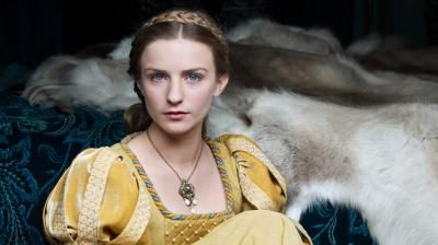 Otra compañía de su niñez fue la hija de Warwick, Ana Neville, con la que posteriormente se casaría.