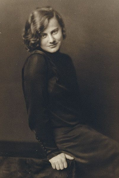 Margaret MICHAELIS Austria 1902 – Australia 1985 Movements: Australia from 1939 No title [Portrait of a woman with wavy hair seated on edge of table] c.1924 gelatin silver photograph image 13.8 h x 8.2 w cm Gift of the Estate of Margaret Michaelis-Sachs Accession No: NGA 86.1384.447