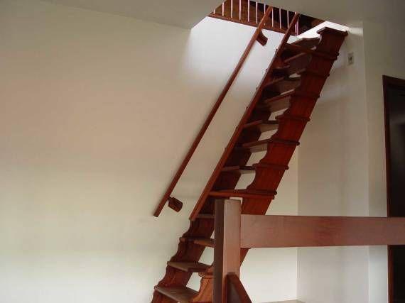 Escada de madeira para sótão                                                                                                                                                     Mais