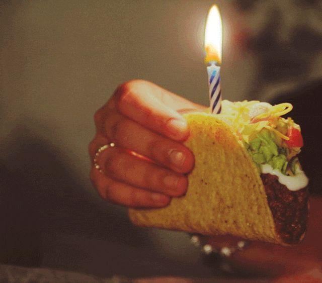 cumpleaños feliz cumpleaños Taco Taco Bell feliz cumpleaños tardío