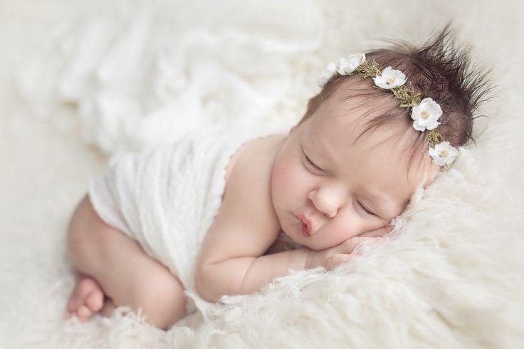 Novorozenecká fotografie - 13 dní   nepotřebujete s miminkem cestovat do studia, tyto fotografie vznikly v pohodlí domova maminka a miminka #newbornphotography #novorozenci #fotografie #foto #prague #centralbohemia #Praha #novorozeneckáfotografiepraha