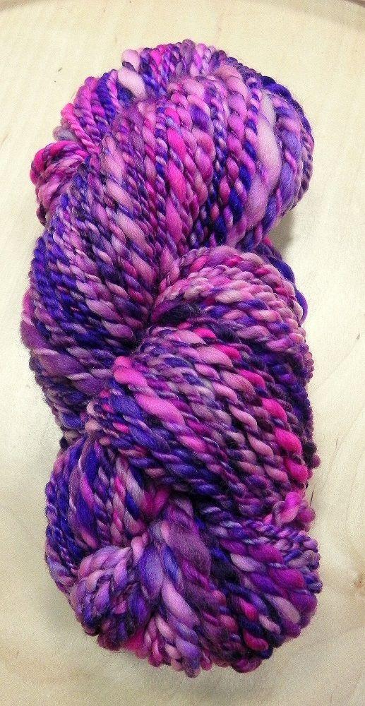 Příze ručně předená na kolovrátku 100% merino růžovo-fialová 105g Katrincola yarn