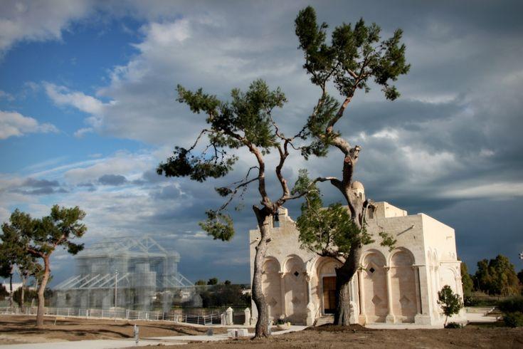 1_Linstallazione-di-Edoardo-Tresoldi-per-la-Basilica-paleocristiana-di-Siponto-©-Giacomo-Pepe-1