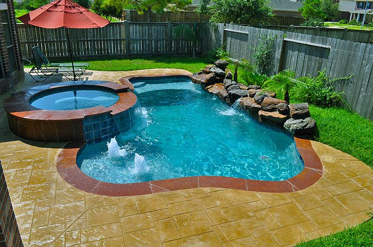 small swimming pool built by redman pools