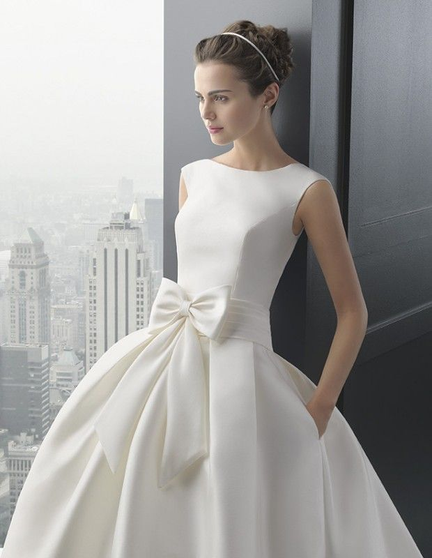 RHODESIA Robe en mikado de soie. Ecrue col bateau jupe avec poche robe de mariée le salon blanc marseille 13011