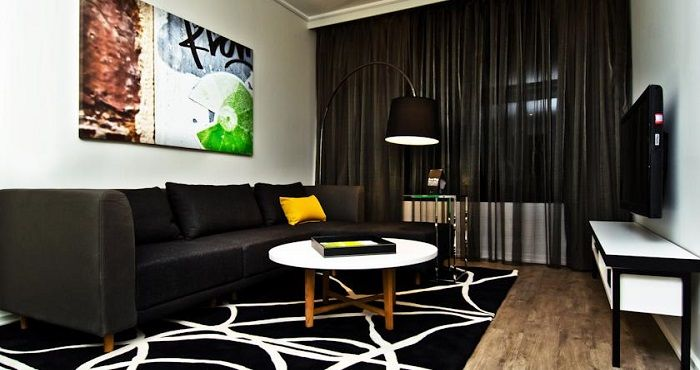 Centrally situated in the heart of Melbourne are the Penthouse Apartments at Ovolo Laneways. These apartments are within walking distance to Melbourne's cafes and restaurants.  Ovolo Laneways Penthouse Apartments Melbourne offer guest rooms with free Wi-Fi, spacious living rooms, Apple Television, cable channels, complimentary mini-bar and unlimited free local telephone calls.