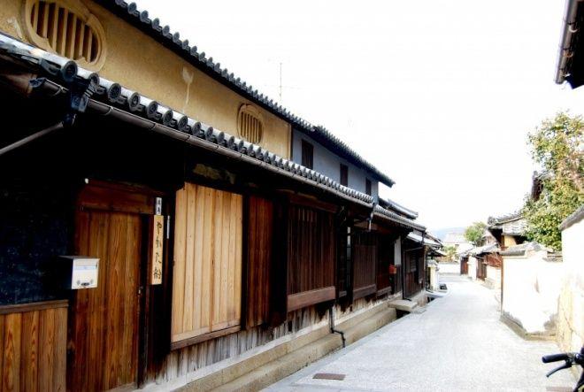 本島  Honjima Rows of houses