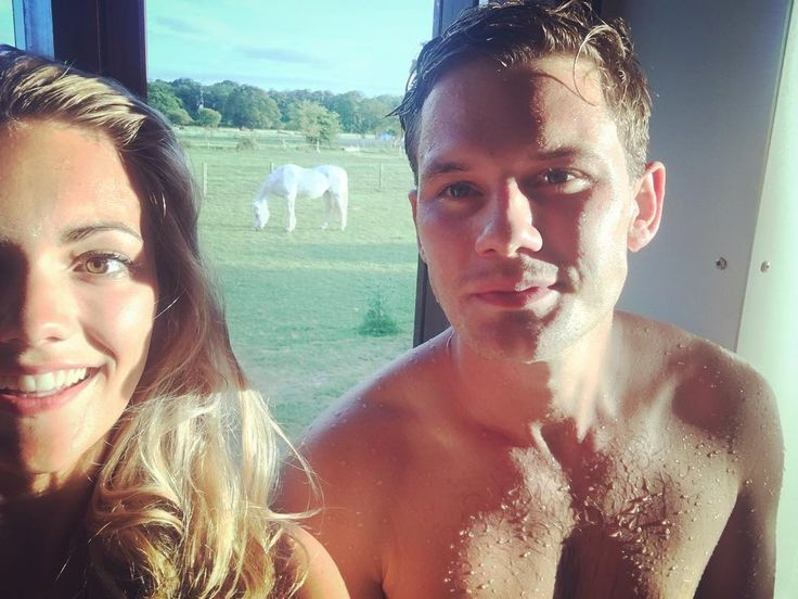 """Mi piace"": 7,334, commenti: 32 - Jeremy Irvine (@_jeremyirvine) su Instagram: ""Found a big white horse with a long nose on holiday... And there's another behind us!"""