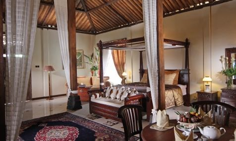 Classic interior with brown cognac timber full of romance brings loaded Javanese culture. Detail info: 0813 1072 0446