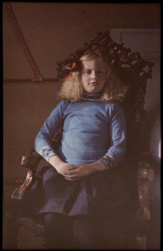 Portret van Fifi,  1910's..Autochrome