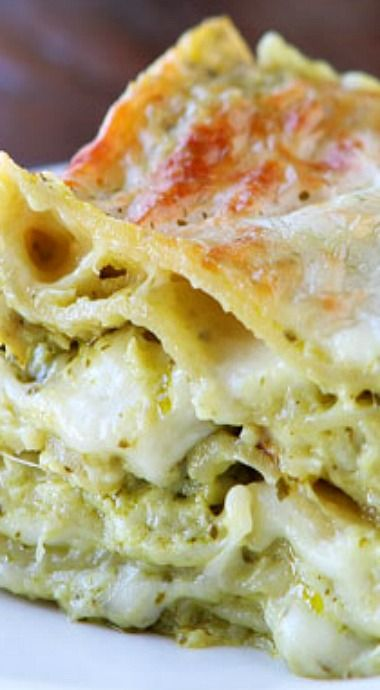 Spinach Artichoke Lasagna-I'm thinking no one I cook for would be in the same room as this but I'm pinning it anyway.