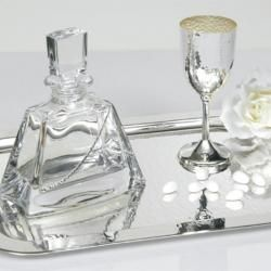 Cosmos Events   Γάμος   Βάπτιση   Προσκλητήρια   Σφυρηλατο Ποτηρι Γαμου Περιστερι   Το σετ αποτελείται από :δίσκο ανοξείδωτο, κρυστάλλινη καράφα και επάργυρο,σφυρήλατο ποτήρι κρασιού.Κάντε και τους δικούς σας συνδυασμούς με τα ποτήρια, καράφες και δίσκους που υπάρχουν στο κατάστημά μας.