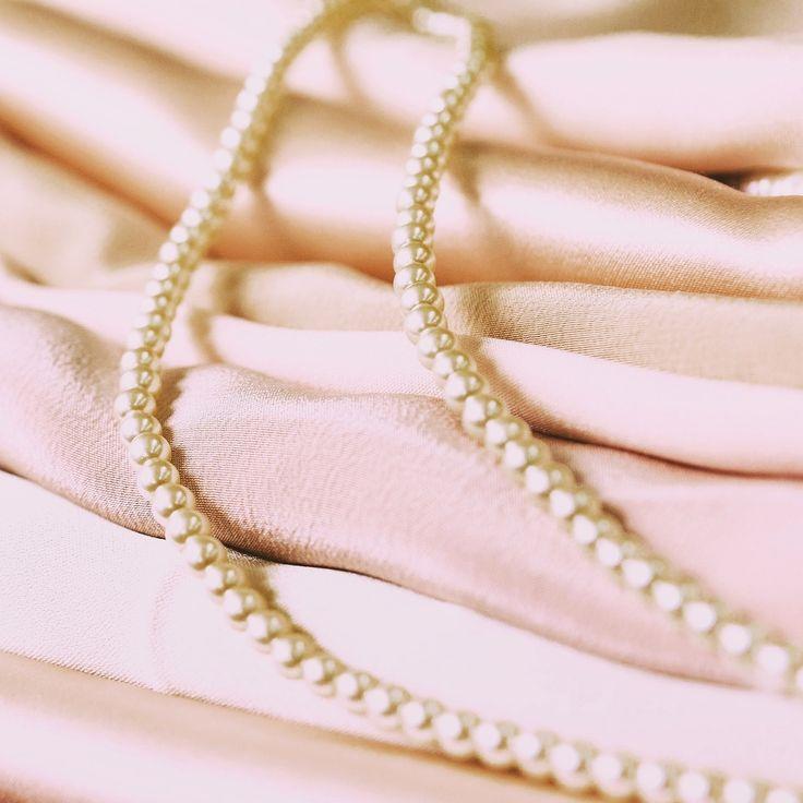 Мои покупательницы рассказывают, что носят корсеты #nadiapiskun почти каждый день. Это заслуга не только уникальных лекал, но и грамотного сочетания натуральных тканей. В качестве внешней отделки корсетов используется натуральный шелк, а подкладка сделана из хлопка, который дает ни с чем не сравнимое ощущение комфорта. Ведь роскошь должна быть удобной, иначе это не роскошь. #надяпискун #nadiapiskunofficial #творитьлюбитьвосхищать #corset #пошивназаказ #korset #корсет #талия #корсеты…