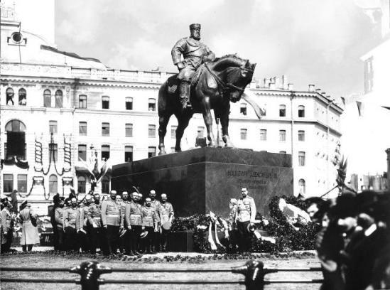 Открытие памятника Александру III 23 мая 1909 года на Знаменской (Восстания) площади в Санкт-Петербурге. В 1937
