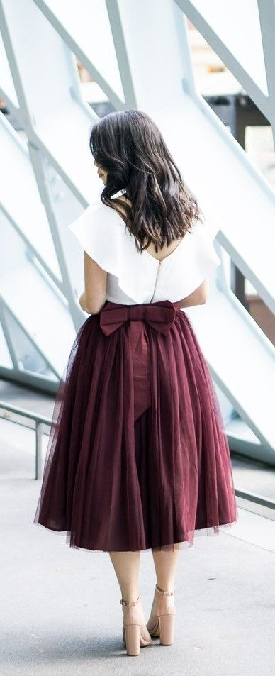 Bow tulle skirt, ruffle crop top, holiday outfit, petite fashion blog, Seattle Public Library, http://www.justatinabit.com/2016/10/bow-tulle-skirt.html