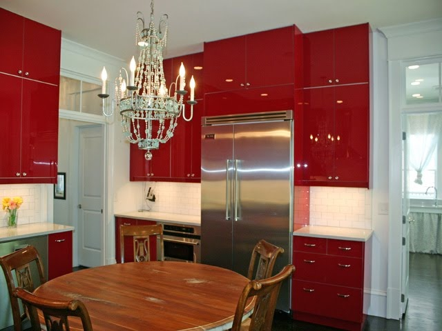 Red kitchen with chandelier: Hot Kitchens, Red Appliances, Colors, Wood Tables, Red Kitchens, Shiny Cupboards, Red Hot, Ems