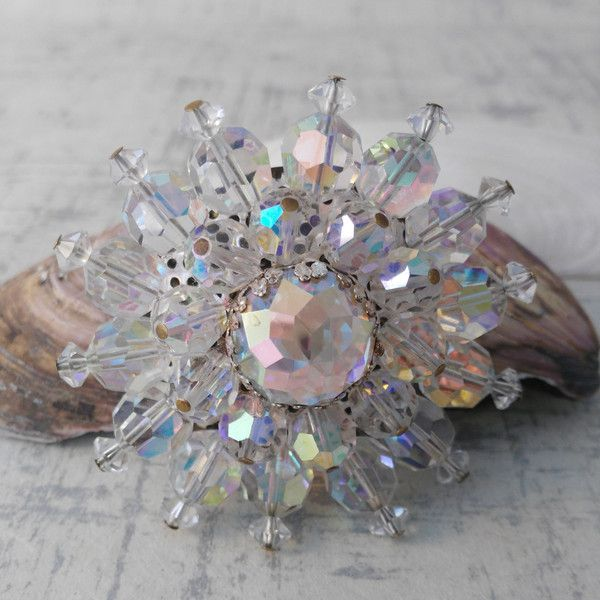 Vintage Starburst Diamante Brooch ($28) ❤ liked on Polyvore featuring jewelry, brooches, vintage jewelry, vintage broach, diamante jewellery, diamante jewelry and vintage brooches