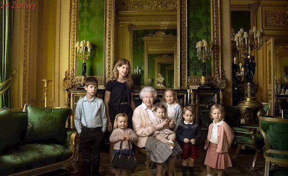 Členové britské královské rodiny si na cesty musí balit speciální oblečení. Důvod je značně morbidní