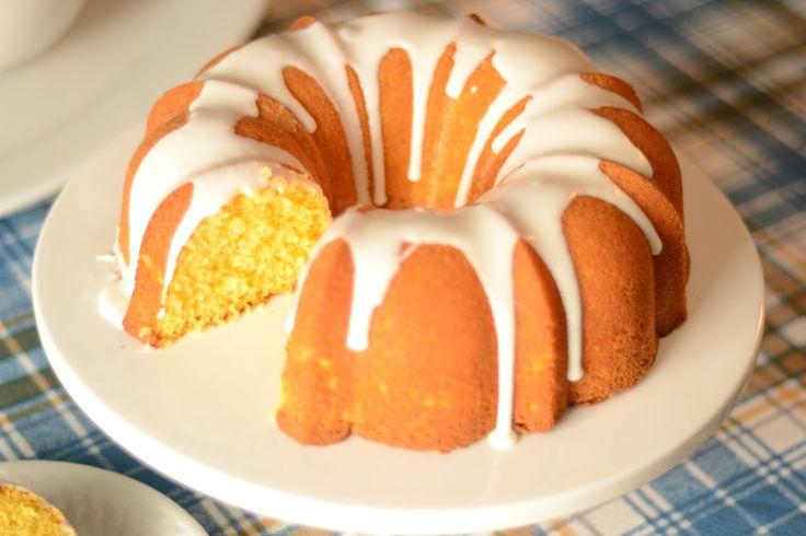 La torta 5 minuti è una preparazione molto veloce e semplice, perfetta per chi non ha molto tempo da dedicare alla cucina, sostituire il latte con latte di mandorla
