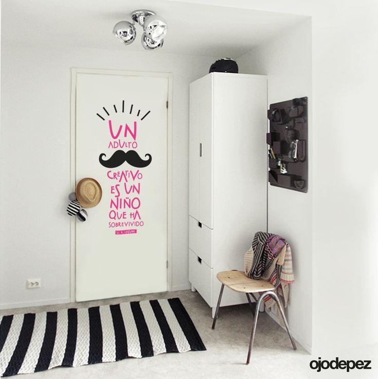 Cómo decorar con vinilos. Un vinilo muy molón para la puerta de la habitación