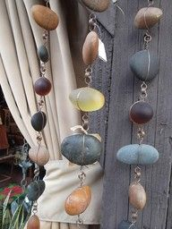 River rock rain chain: Craft, Idea, Outdoor, Rain Chains, Rainchains, Garden, Rocks, Diy Rain