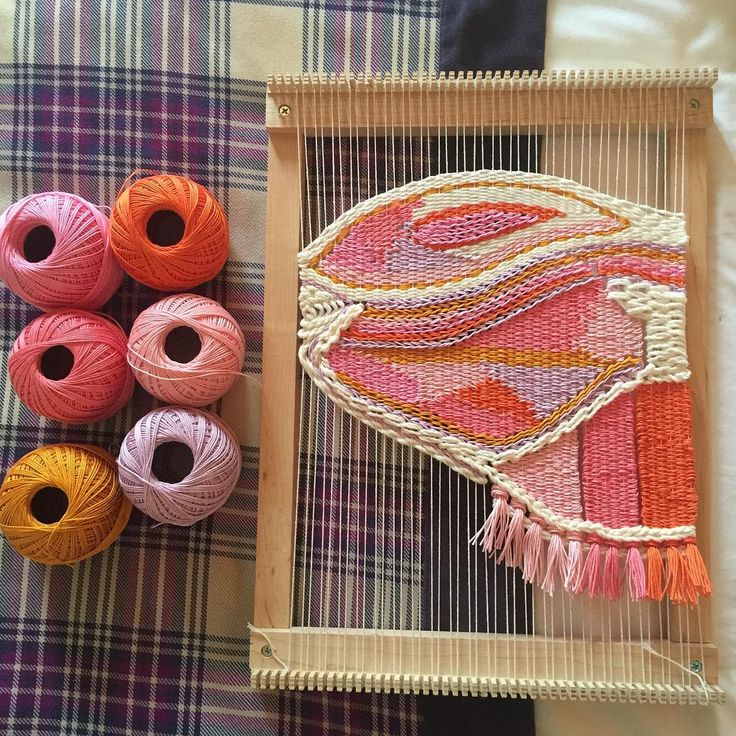 Weave as you go: I love to weave without a plan. The surprise will not be only for the others, but also for the weaver. I love the place where my creativity is taking me in these last few days #weaving #weavingart #weaveweird #handmade #tissage #tissagemoderne #portuguesehandmade #portugueseartist #cycollective #makersgonnamake #art_we_inspire #theartofslowliving #theweavingkind #mmstudent #instadecor #weavingportugal #interiors #interiordecor #decoraçãointeriores #decoracaointeriores…