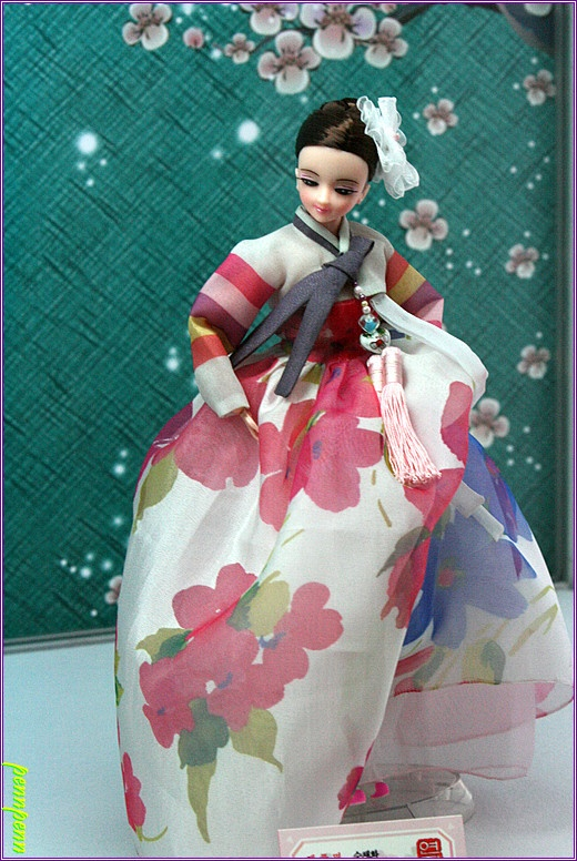The Beauty of #Hanbok Costumed Dolls