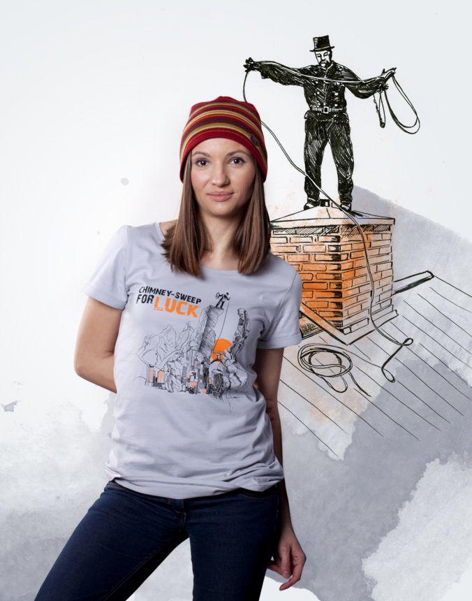 Damski t-shirt z nadrukiem climbe Chimney-sweep for luck, czyli kominiarz na szczęście.   Koszulki dostępne są w sklepie i na stronie marki:   www.sklep-climbe.pl www.climbe.pl