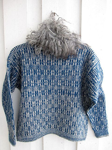 Lovely pattern, curious why it is darker halfway up. Ravelry: Ninne's Mors genser