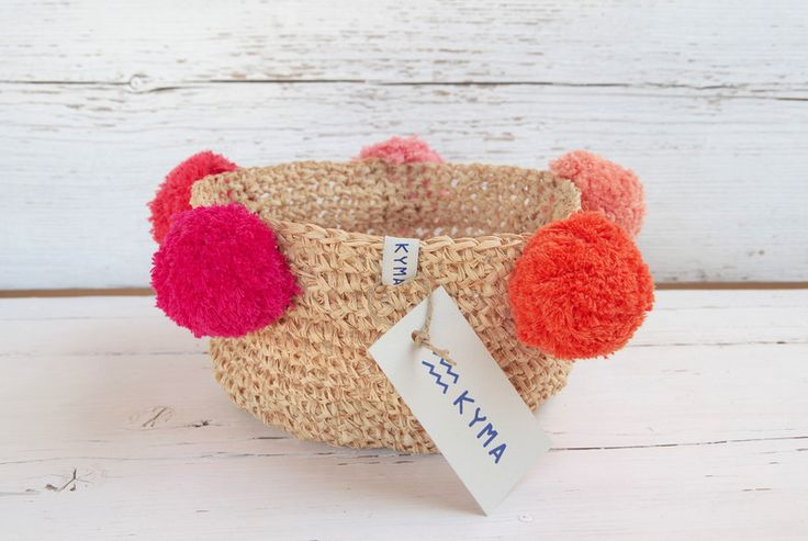 Körbe - Bast Korb   gehäkelt   Crochet Basket   PomPoms - ein Designerstück von kymastyle bei DaWanda
