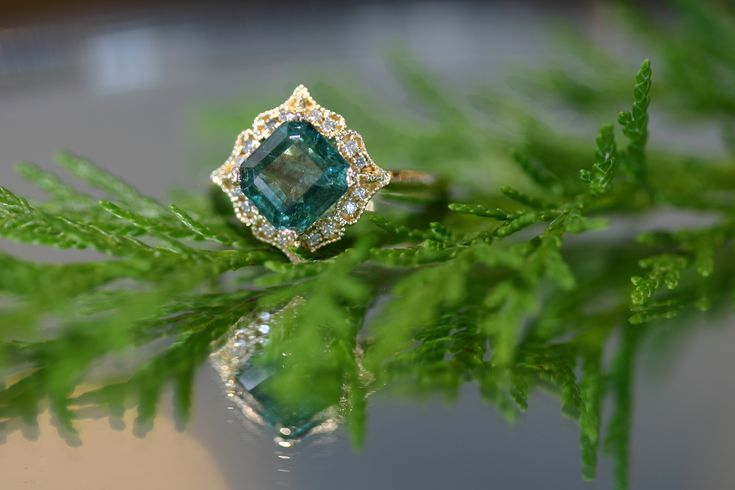 Emerald Ring, Vintage Emerald Yellow Gold Ring, Vintage Style Ring, Natural Emerald Gemstone, Natural Emerald Ring, Yellow gold Diamond and Emerald Ring