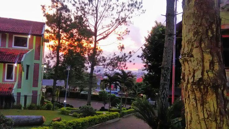 Sunset, matahari terbenam, dari depan Wisma Nasional Para Navigator.