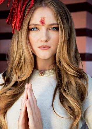 Vlada Roslyakova Himalayas India  После посещения храма Кунджапури