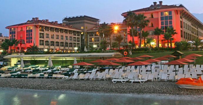 Отель для молодежи, которая хочет быть в гуще событий ночной жизни Турции. Найти этот отель можно прямо на морском берегу в центральной части Кемера. Отдых здесь насыщен водными развлечениями − пляж, крытый и открытый бассейны,  анимациями, регулярно проходят дискотеки. Узнать настоящий вкус Турции можно в местном ресторане, предлагающем уникальные блюда из турецкой, а также международной кухни, а в баре за игрой в бильярд насладиться любимым коктейлем. Для всех гостей доступны сауна…
