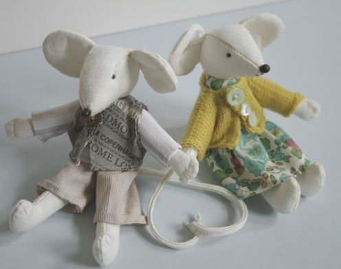 Free mouse pattern and clothes via Mollie Makes Magazine