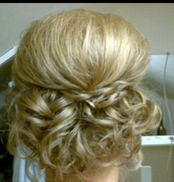 Curly updo , so cute !