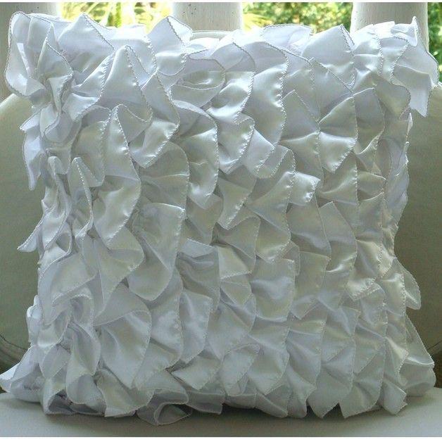 Vintage Whites ist eine exklusive 100% handgemachte Kissen entworfen und erstellt mit intrinsischer Detaillierung. Ein perfektes Element Ihr Wohnzimmer, Schlafzimmer, Büro, Couch, Sessel, Sofa oder...