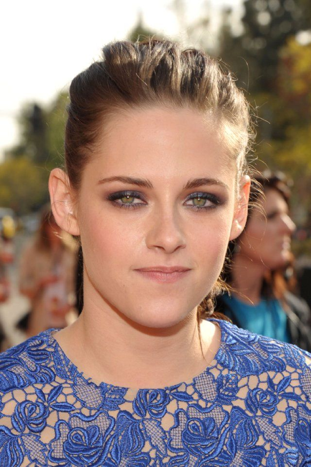 Kristen Stewart: Not So Nic Shades, Eye Makeup, 25Th Annual, Kristen Stewart, Blue Eye, Green Eyes, Actresses Kristen, Makeup Basics, Includ Eyeshadows