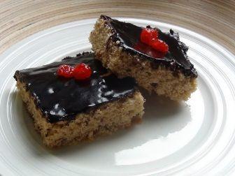 Margot koláč v celozrnné variantě. Patří k více sladkým moučníkům.