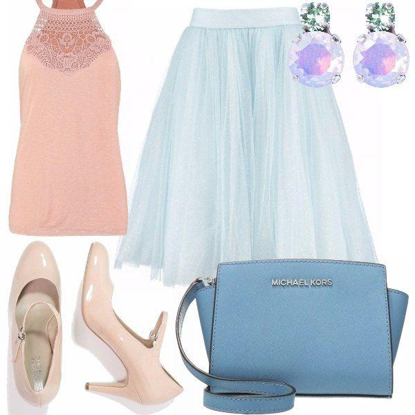 I colori pastello, come il rosa quarzo e il blue serenity, conferiscono all'outfit un carattere leggero e grazioso. La gonna di tulle celestina, il top rosa quarzo con ricamo sul décolleté e accessori come scarpe, modello mary jane, colore rosa antico, tracolla blue serenity e orecchini iridescenti.