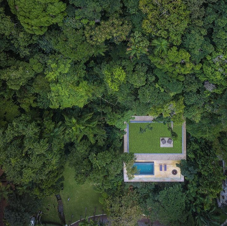 Casa na mata by Marcio Korgan is designed for a large city family to escape to at weekends and holidays... or even for me to live