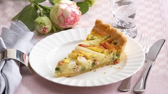 Spargel trifft auf französische Küche.Tarte mit Spargel - voilà: bon appétit.