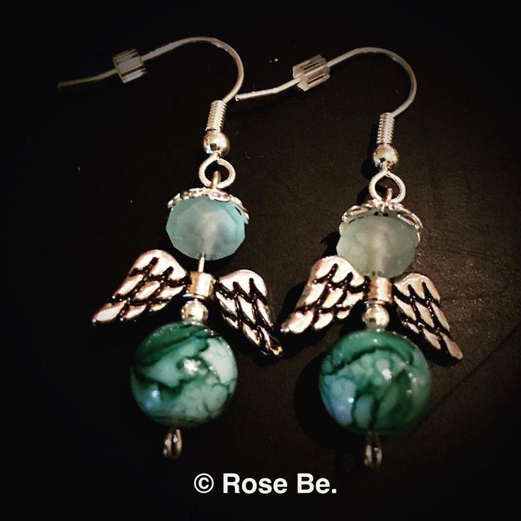 Boucles d'oreilles en forme d'ange faits-main   #ange #angel #engel #bouclesdoreilles #earrings #faitmain #schmuck #handarbeit #handmade #handcrafts #handcraftedjewelry #jewellery #schmuck #RoseBe #fashion #beads #perle #pearls #aile #wings #fluegel #beading #breloque #creativite #hobby #loisir #perlen #creatif #kreativ  Regardez cette photo Instagram de @rosebecreative • 3 J'aime