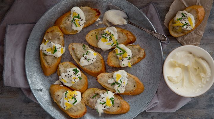 Sausage and Chicken Crostini with Sour Cream and Chives #ConorBereen #GoodFoodKarma #SuperValu #Recipe