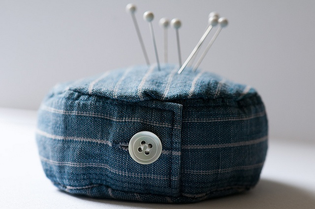 shirt cuff pin cushionDiy Pincushions, Diy Shirt, Needle Book, Pin Cushions, Old Shirts, Shirts Sleeve, Sleeve Pin, Shirts Cuffs, Pincushions Needle Cases