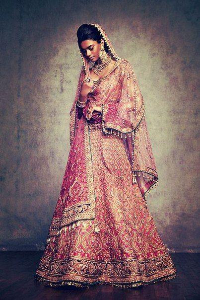 Современная индийская женская мода от Tarun Tahiliani.