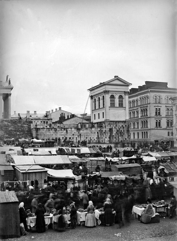 Markkinat Senaatintorilla. Krook, Max 1880 – 1889. Helsingin kaupunginmuseo - negatiivi, lasi, mv - Finna