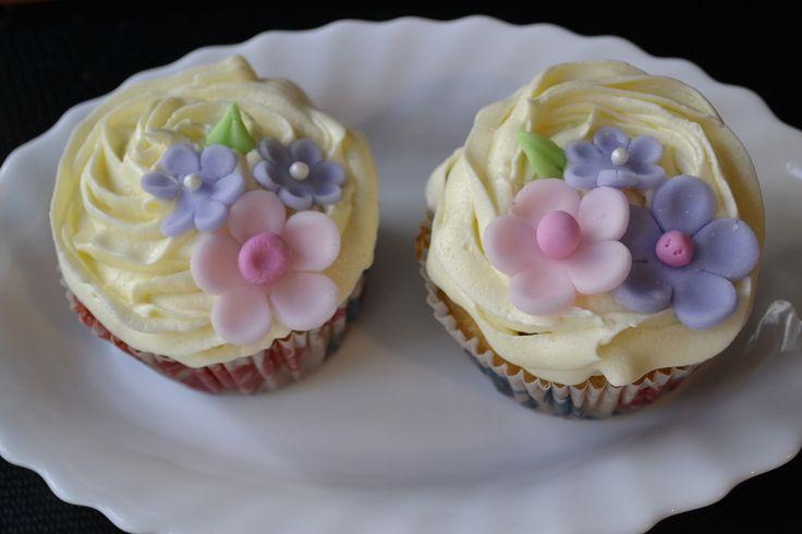 Buttercream y florcitas de azucar